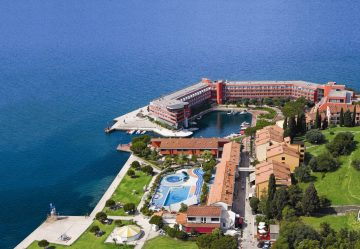 Hotel Histrion is located a short walk from the conference location, right next to former church of St. Bernardin. Comfortably furnished rooms and apartments have balconies overlooking the sea or lagoon. Check out the special offer. Book now!    Single room 78 EUR   Double room 96 EUR (48 EUR per person)    * Price includes: accommodation with breakfast, parking space, Wi Fi, free entrance to wellness center and tax. Price does not include local tourist tax (1.27 EUR per night). Accommodation prices hold for reservations made via SEMPL web site.